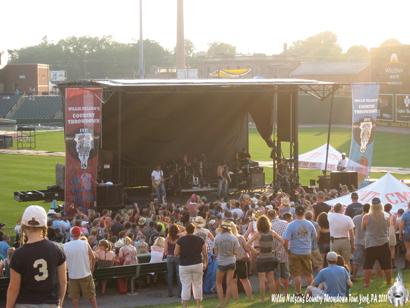 Willie Nelson Country Throwdown Tour