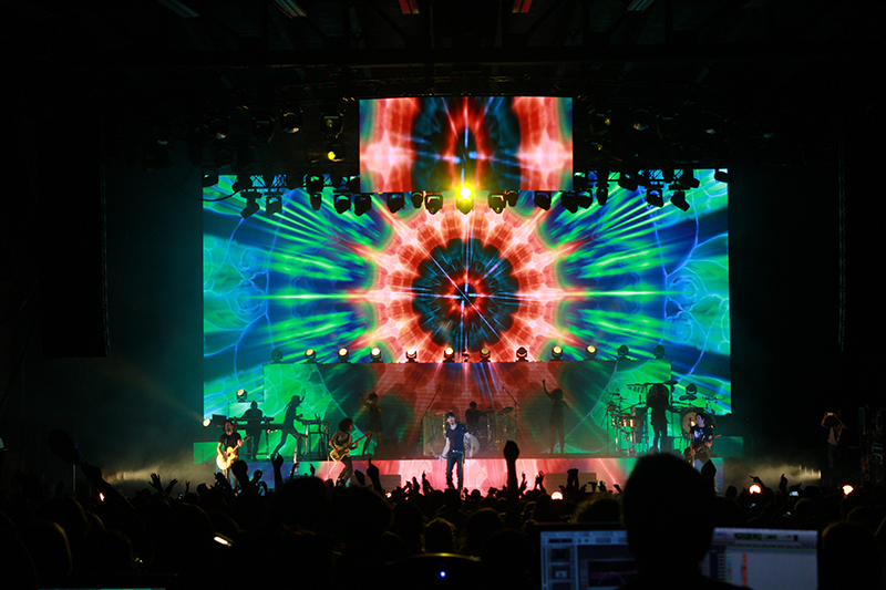 Enrique Iglesias toured recently with a visual assist from Black Widow CTS 6.9 video tiles.