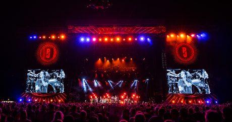 Pearl Jam at Chicago's Wrigley Field last summer. Photo courtesy Nimblist