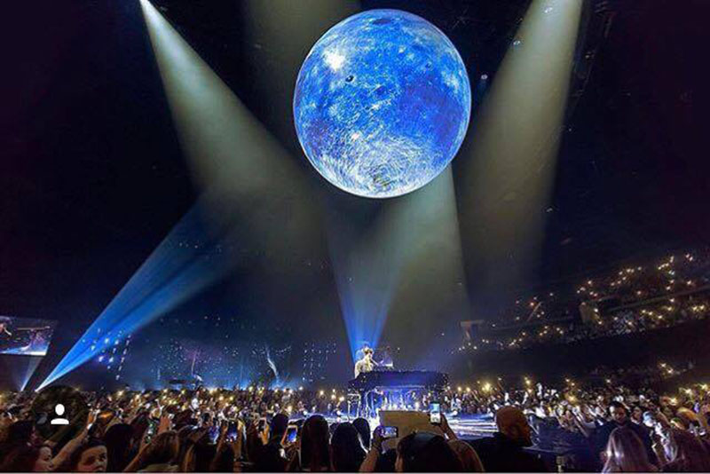 airstar lighting balloons accompany shawn mendes on his illuminate