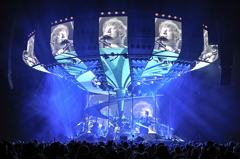 Notch video effects were used with the d3 Steve Jennings. Ed Sheeran Divide tour photo by Steve Jennings