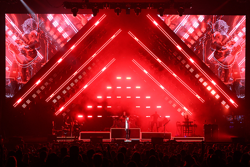 Video Dust software manipulates the IMAG imagery. 2017 OneRepublic tour photo by Todd Kaplan.