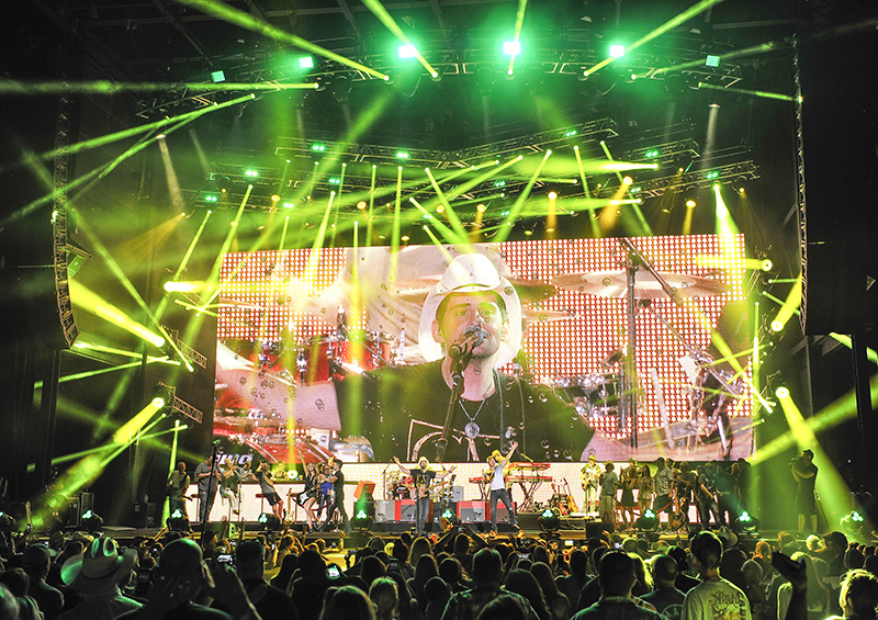 Brad Paisley 'Weekend Warrior' Tour photo by Steve Jennings