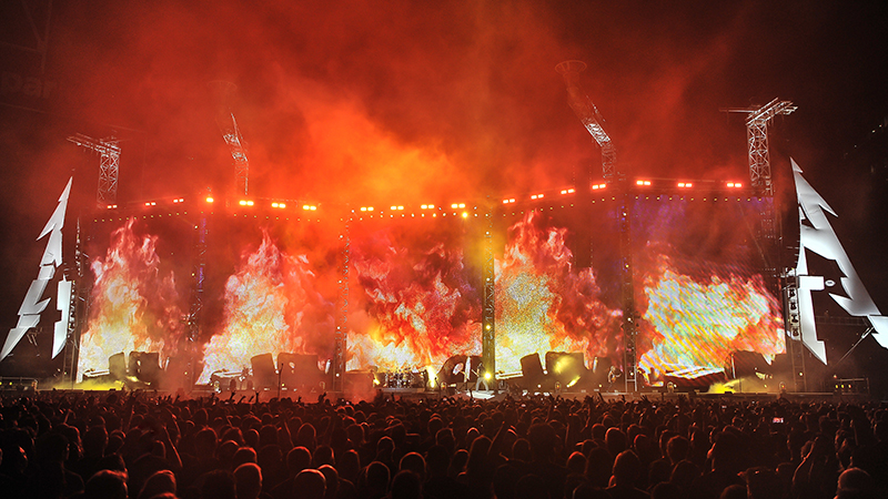 Koenig sets the stage on fire. Metallica 2017 tour photo by Steve Jennings.