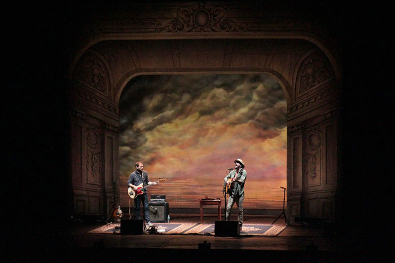 A simple, dusty, no-haze stage look for Ray LaMontagne.