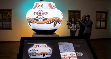 Ideum worked closely with UNM instructor and potter Clarence Cruz and artist Michelle Lowden of Milo Creations to design an experience that allows users to investigate these intricate designs powered by Christie Pandoras Box