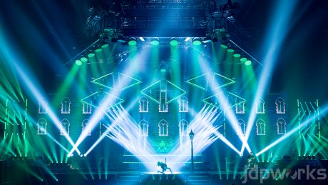 trans siberian orchestra ld bryan hartley chooses vl6000 beams for classic searchlight looks plsn. Black Bedroom Furniture Sets. Home Design Ideas